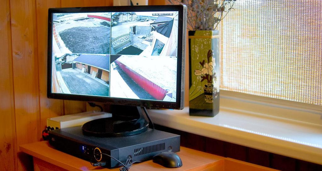 экран видеонаблюдения в частном доме