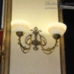 Декоративное освещение на столбе.