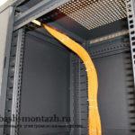 Жгуты в Серверном шкафу зафиксированы стяжками