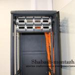 патч панели установленные в шкафу