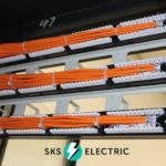 расшитые патч панели в серверном шкафу